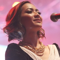 backing vocal untuk Vina Panduwinata di Mega Konser, 21 February 2016